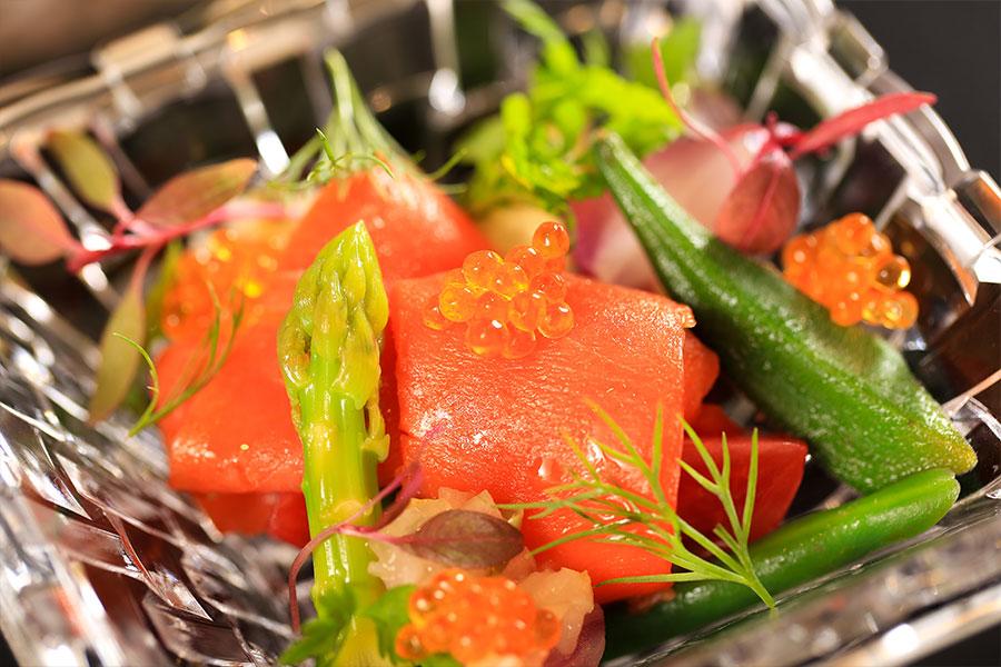 オーシャントラウトの燻製 旬の野菜と共に